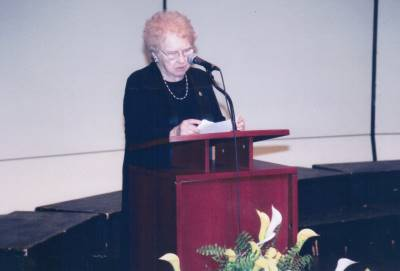 <span class='aslide1'>Sister A.T. Sheehan, addressing the audience at the Great Hall, Universith Of Toronto</span>